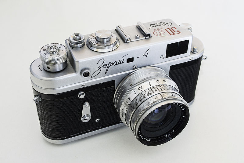 800px-35mm-Film-Rangefinder-Zorki-4-Special-Edition-50th-Anniversary-of-the-Russian-Revolution
