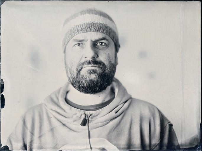 Varga Tamás portréja 18x24cm ambrotípia átlátszó üveglemezen